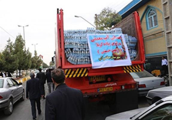 باشگاه خبرنگاران - اهدا ۲۸ هزار بطری آب معدنی برای زائرین اربعین توسط خیر میاندوآبی
