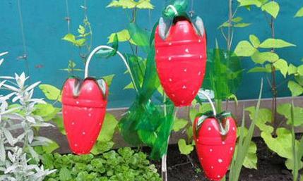 تزئینات جالب باغ و باغچه با بطریهای پلاستیکی