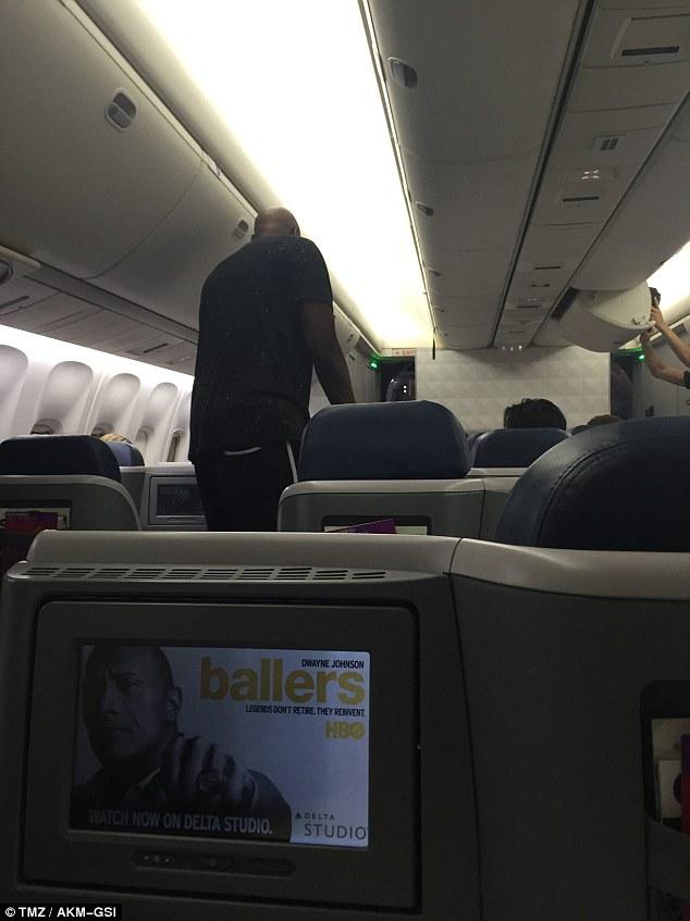 بسکتبالیست معروف از هواپیما اخراج شد