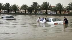 بخشی از جده زیر آب رفت/ خشم شهروندان عربستانی از بیتدبیری مسئولان سعودی+ عکس و فیلم