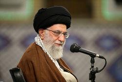 شکست دادن آمریکا در منطقه از معجزات انقلاب اسلامی است/عدهای بلندگوی دشمن شدهاند و آیه یأس میخوانند/ به چشم خودمان مشاهده کردیم که میتوانیم