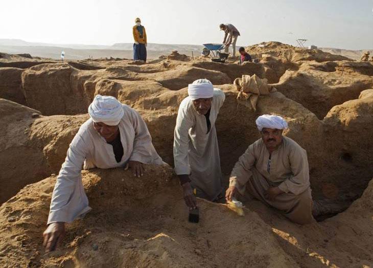 کشف مومیایی با ماسک طلایی در مصر+تصاویر