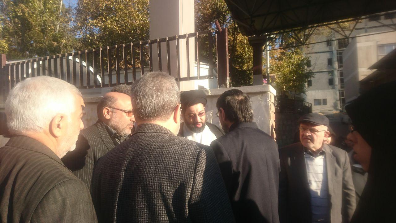 آغاز مراسم تشييع پيكر حبيب الله چايچيان/ حضور فرزند رهبر انقلاب در آیین بدرقه شاعر آیینی به خانه ابدی