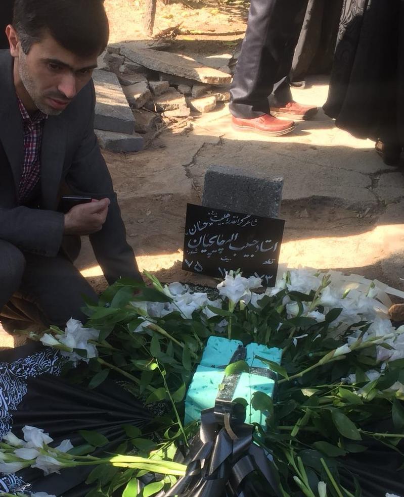 مراسم تشييع پيكر حبيبالله چايچيان برگزار شد/ حضور فرزند رهبر انقلاب در آیین بدرقه شاعر آیینی به خانه ابدی