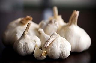 روشهای از بین بردن بوی سیر