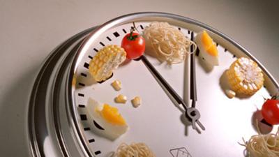 نتیجه تصویری برای در این ساعات از روز غذا بخورید تا مثل کوره چربی بسوزانید