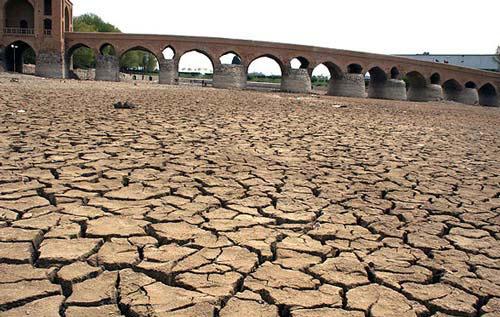 50 میلیون ایرانى در فراروی کمبود آب قرار مى گیرند/ تشنگى زاینده رود گریبان گیر کل کشور خواهد شد