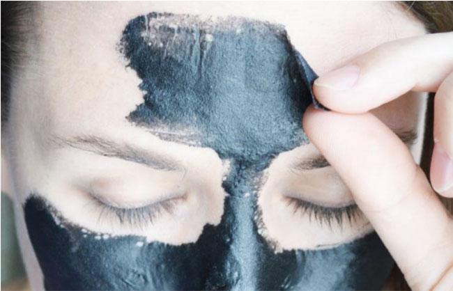 بِلَک ماسک (ماسک زغال) چیست + نحوه استفاده به همراه فایده و عوارض منفی آن