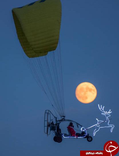 بابانوئل در حال پرواز در آسمان آلمان+عکس