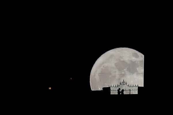 پدیده «اَبَرماه» سال 2017 در گوشه و کنار جهان+تصاویر