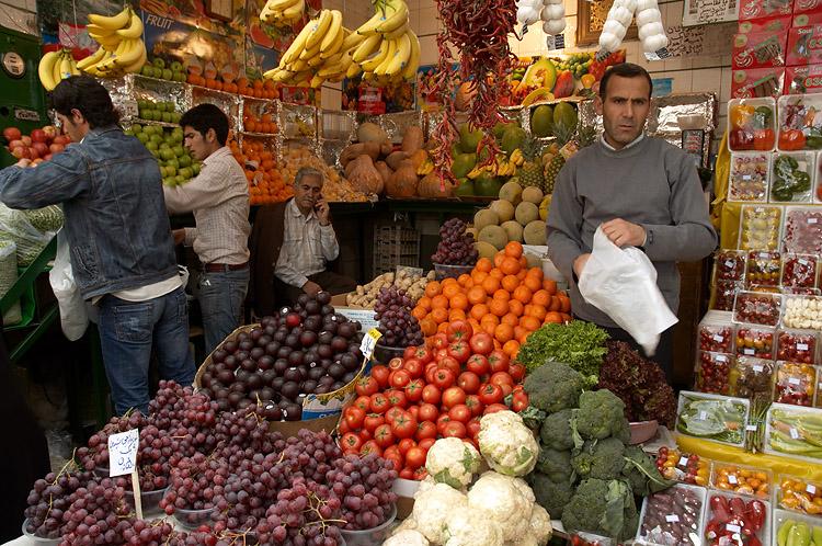 خیار و گوجه فرنگی صدر نشین بازار /هندوانه شب یلدا به بازار رسید