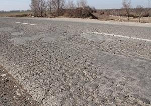 نگاهی وضعیت نامناسب آسفالت جاده جلگه چاه هاشم + فیلم