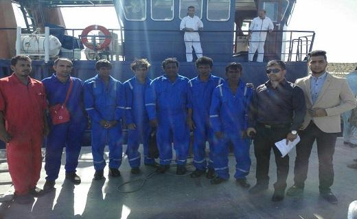نجات ۵ ماهیگیر سریلانکایی توسط کشتی غول پیکر نفتکش ایرانی+تصاویر