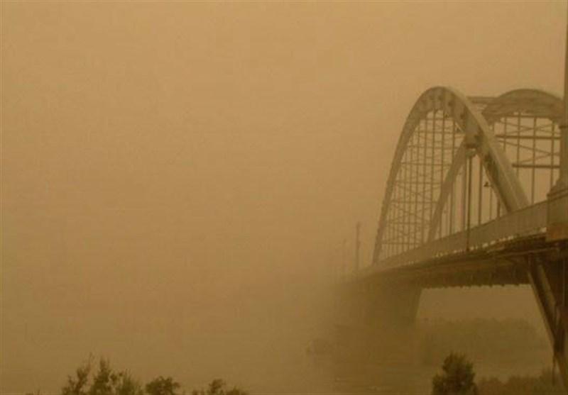 وزش باد کانون های گرد و غبار استان خوزستان را فعال می کند/دریا مواج می شود