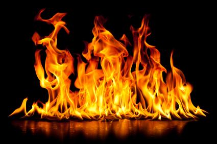 آتش سوزی در پمپ گاز پس از تصادف دو تریلر + فیلم
