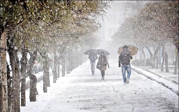 باشگاه خبرنگاران -آذربایجان غربی رخت سفید بر تن کرد/بارش نخستین برف پائیزی در ارومیه