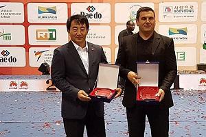 مسابقات جام جهانی تکواندو، ساحل عاج جایزه بهترین مربی و بهترین مبارز به ایران رسید