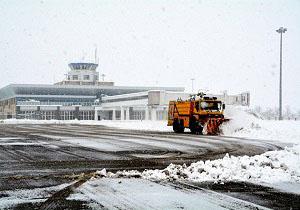 بارش برف پروازهای فرودگاه اردبیل را لغو کرد