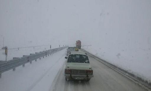بارش برف در محور سقز- دیواندره + فیلم