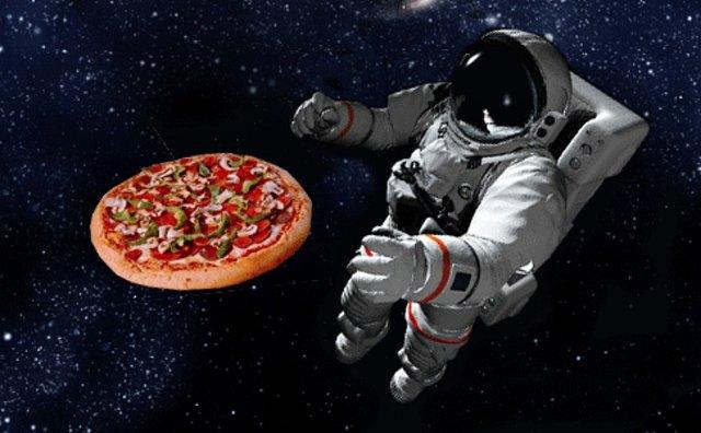 ویدئویی دیدنی از مراحل پخت پیتزا در فضا + فلیم