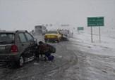 باشگاه خبرنگاران -وزش باد باعث کولاک و کندی تردد در گردنه های برفگیر می شود+تصاویر اولین بارش برف