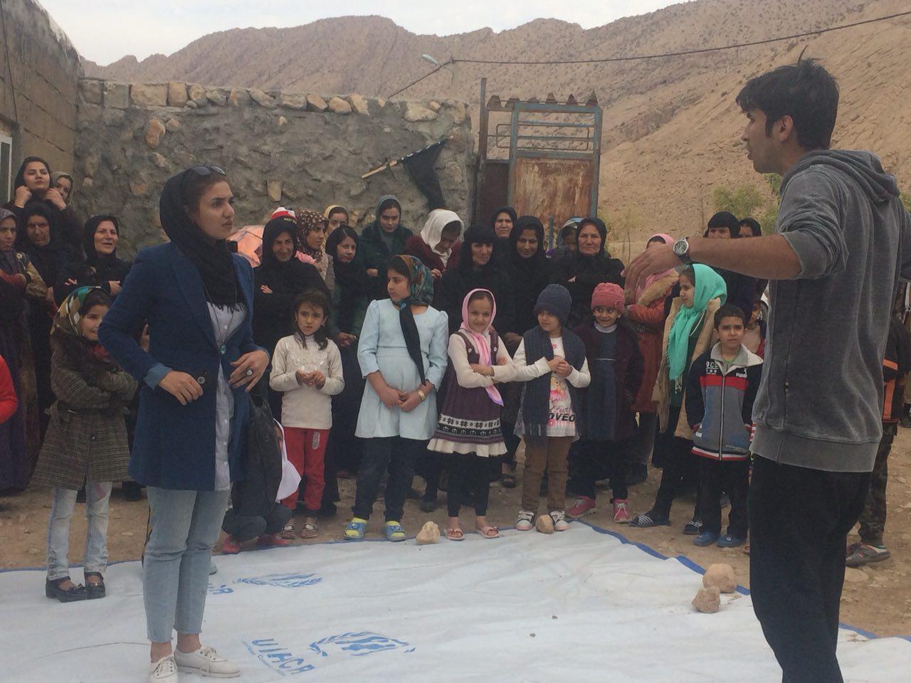 اجرای نمایش هنرمندان در مناطق زلزله زده استان کرمانشاه