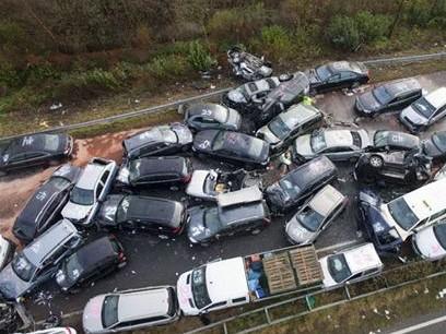 تصادف زنجیرهای ۵۶ خودرو در اتوبان قزوین ۳۲ مصدوم بر جا گذاشت