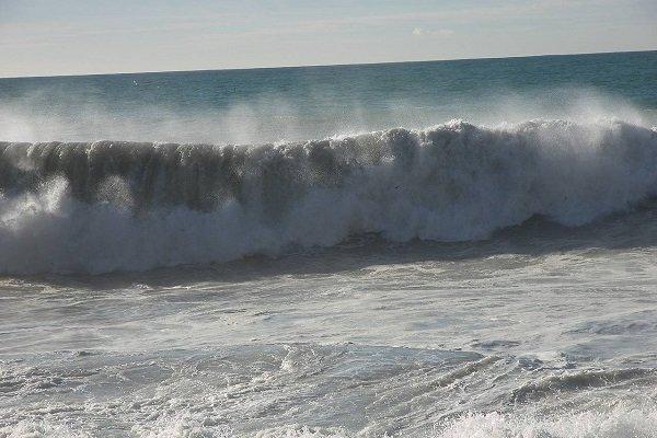 دریای عمان مواج میشود