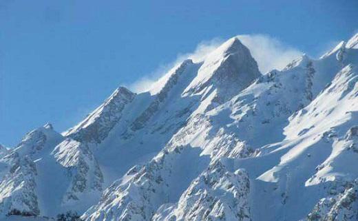 تلاشها برای پیدا کردن ۸ کوهنورد مشهدی در اشترانکوه+اسامی/پیدا شدن دو جسد /انتقال ۵ نفر از کوهنوردان بوسیله تیم اورژانس هوایی الیگودرز