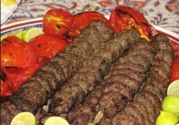 پشت پرده کباب ۳۰۰۰ تومانی/ گوشتهایی که با رنگ و لعاب خود را کباب جا میزنند!