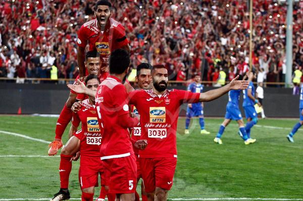 امتیازات پرسپولیس به باد می رود/ استقلال به قهرمانی امیدوار شد