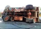 باشگاه خبرنگاران -واژگونی کامیون هنگام تغییر مسیر در چهارراه + فیلم
