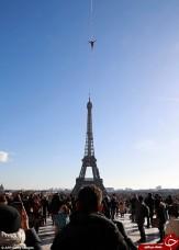 باشگاه خبرنگاران -بندبازی خطرناک روی برج ایفل! +فیلم و تصاویر