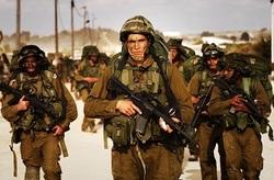 افسر اسرائیلی درحال خفهکردن یک فلسطینی+فیلم