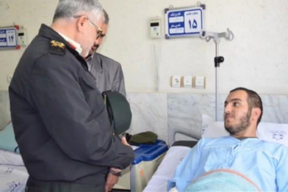 باشگاه خبرنگاران - عیادت مسئولان انتظامی و بانک تجارت از مامور مجروح حادثه سرقت بانک اراک