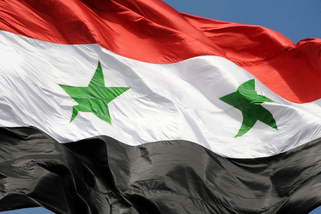 لحظه احتزاز پرچم سوریه در شهر البوکمال و پایان رسمی داعش +فیلم