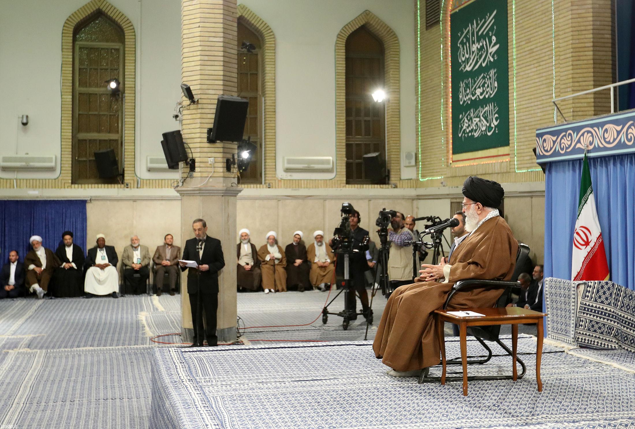 شرکتکنندگان در اجلاس محبان اهل بیت(ع) با رهبر انقلاب دیدار کردند