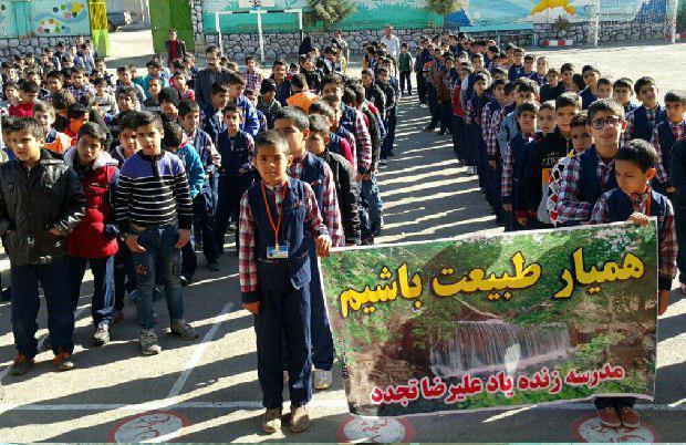 باشگاه خبرنگاران -دانش آموزان نهاوندی با کاشت گل به کمک شهرداری میآیند