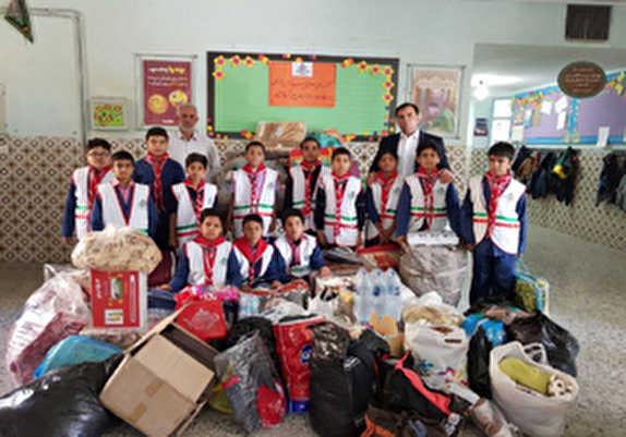 باشگاه خبرنگاران - کمک دانش آموزان مینابی به دانش آموزان زلزله زده کرمانشاهی