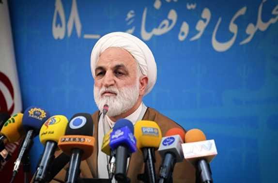 باشگاه خبرنگاران -روحانی گفت با محاکمه برادرم در آستانه انتخابات جنگ میشود/ دختر رئیس قوه قضائیه با هیچ سرویسی در ارتباط نیست/ حنجره خود را درباره موسسات مالی پاره کردم/ احمدینژاد هنوز محاکمه نشده است