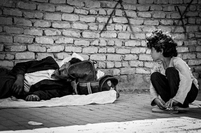بوی غذا، تمام سهم فقرا از سفره رنگین ثروتمندان/اعتیاد زخم مضاعفی که بر پیکر خانوادههای فقیر مینشیند