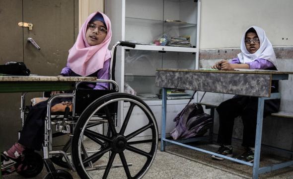 رامیلا معلولیت را شکست داد اما مغلوب مدیر مدرسه شد/ محرومیت از تحصیل عاقبت ویلچرنشینی دخترک کرمانشاهی