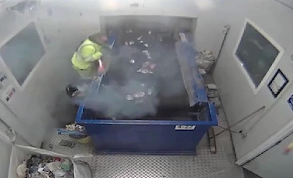 انفجار منور نبردی در کارخانه بازیافت آشغال + فیلم
