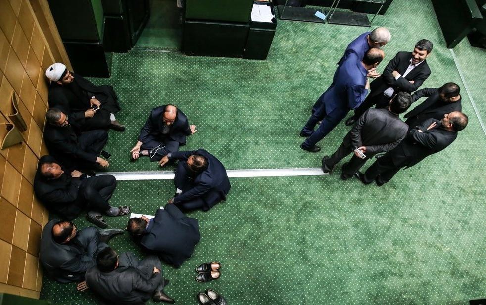 کارت زرد مجلس چه کارکردی رادر نظارت بیشتر دارد.