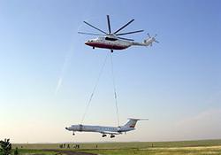 حمل هواپیمای مسافربری توسط بزرگترین بالگرد جهان! + فیلم