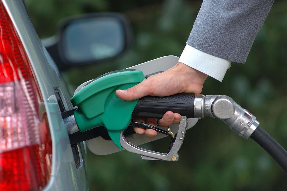 گرانی بنزین چه بر سر اقتصاد کشور می آورد؟/ دغدغه مردم صرفا به نرخ حمل و نقل خلاصه نمی شود