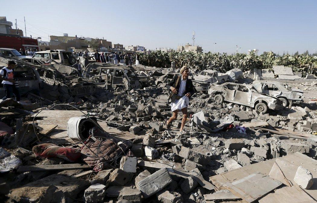 شلیک موشک بالستیک ارتش یمن به مواضع نظامیان سعودی در جیزان / حمله جنگندههای سعودی به خوخه یمن