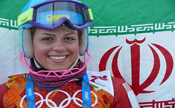 باشگاه خبرنگاران -تنها زن اسکی باز ایرانی مشعل المپیک زمستانی را حمل می کند