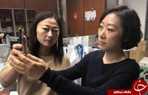 یک زن چینی از باز شدن قفل آیفون 10 توسط همکارش خبر می دهد +تصاویر
