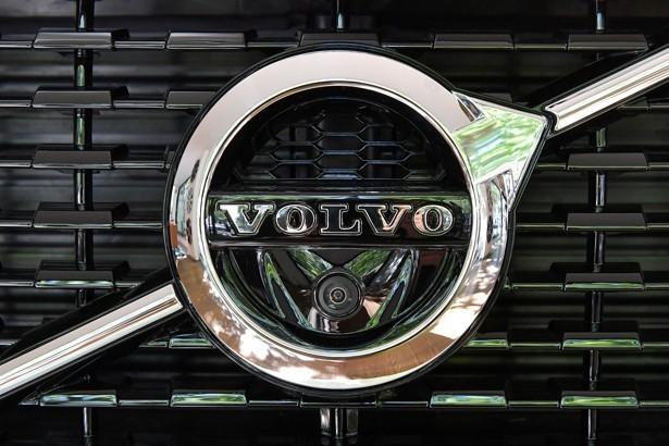باشگاه خبرنگاران -Volvo سواری در خیابان های تهران چقدر آب می خورد؟